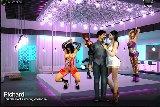 Sex spiel mit einem erotischen tanz in einem nachtclub